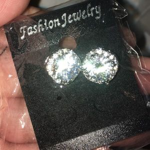 LAST 1‼️ Gorgeous Fashion diamond studs